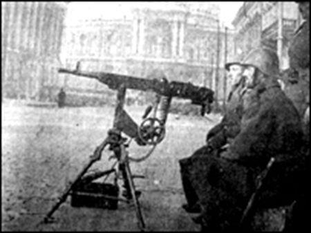 Post+românesc+de+mitralieră+pe+străzile+Odessei